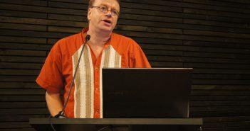 Presentación del académico Gunther Dietz.