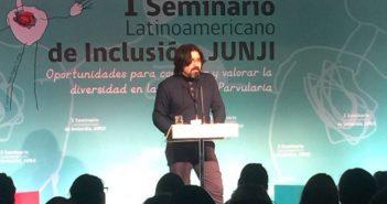 Ignacio Figueroa durante su exposición. Foto: Twitter @JUNJI_Chile.